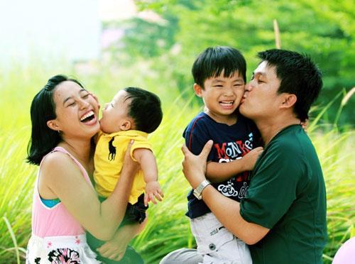 Món quà hạnh phúc nhất bố mẹ dành tặng con: Hạnh phúc của chính bố mẹ!