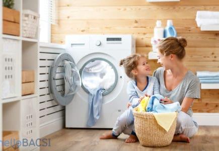 11 mẹo hay giúp tiết kiệm thời gian giặt giũ mà bạn nên dạy con làm