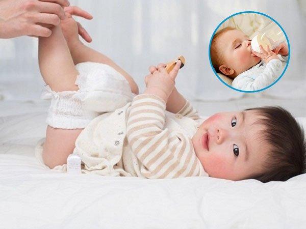 Nhận biết trẻ sơ sinh bị sôi bụng qua đặc điểm phân của trẻ cha mẹ nên lưu ý