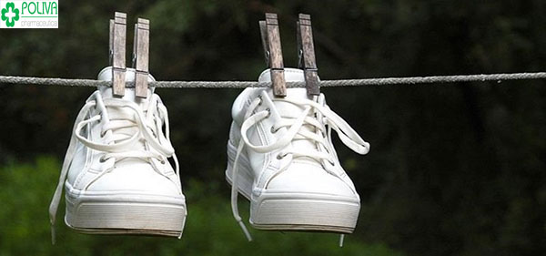 Cách giữ giày trắng mới như đập hộp trong tích tắc
