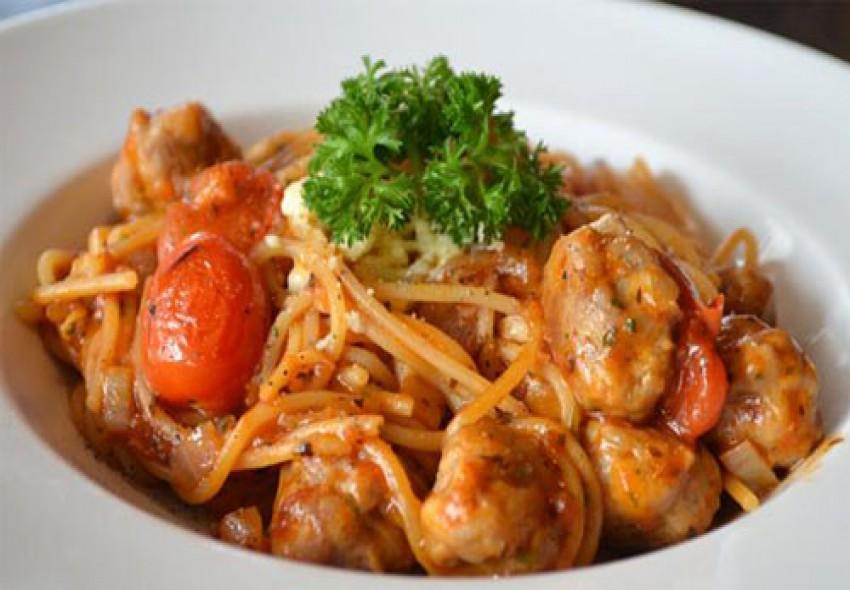 Mỳ spaghetti sốt cà chua thịt bò viên