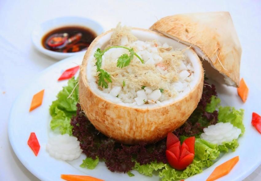 Nấu cơm trái dừa thơm ngon hấp dẫn
