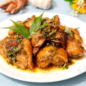 Thịt gà kho rau răm