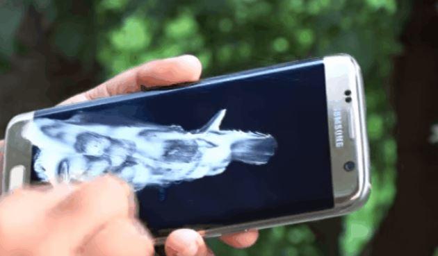 Thoa kem đánh răng lên màn hình điện thoại xước vài phút, bạn sẽ không dám tin vào mắt mình