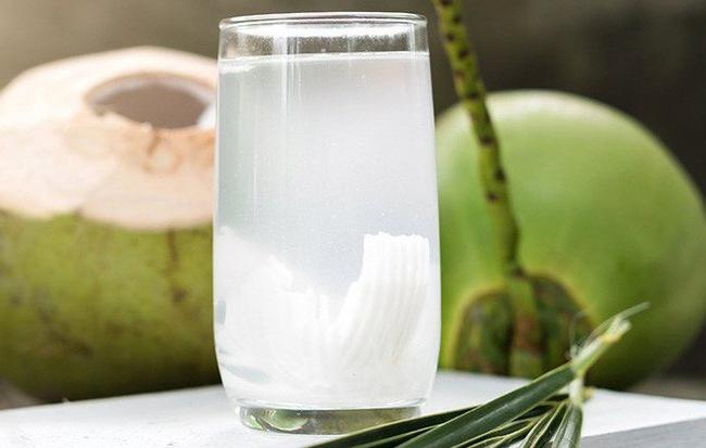 Uống nước dừa vào mùa hè: Đừng quên những lưu ý đắt giá từ chuyên gia để vừa khỏe vừa đẹp
