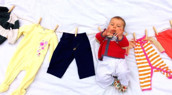 Những cách giặt quần áo sai lầm 90% các mẹ mắc phải khiến áo không sạch, da bé mẩn ngứa