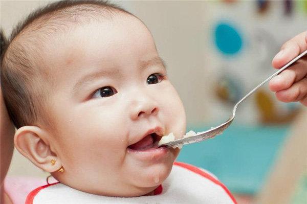 5 sai lầm nghiêm trọng khi cho con ăn dặm khiến trẻ còi xương suy dinh dưỡng, thấp bé hơn bạn bè