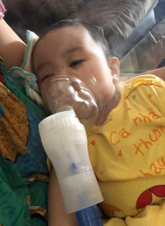 Sau chuỗi ngày kinh khủng từ lúc con ho nhẹ, suy hô hấp đưa đi chụp X-quang trắng xóa, người mẹ trẻ lên tiếng cảnh báo nghiêm cấm người lớn làm điều n