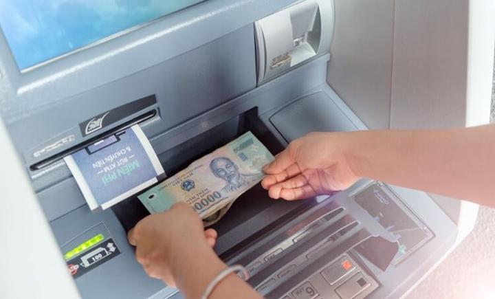 Cách nạp tiền tại cây ATM Vietcombank