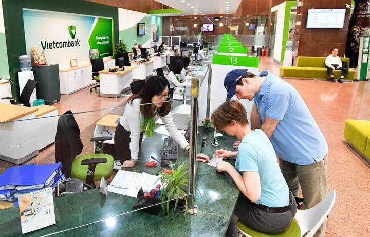 Chuyển tiền Vietcombank thứ 7 tại văn phòng giao dịch được không?