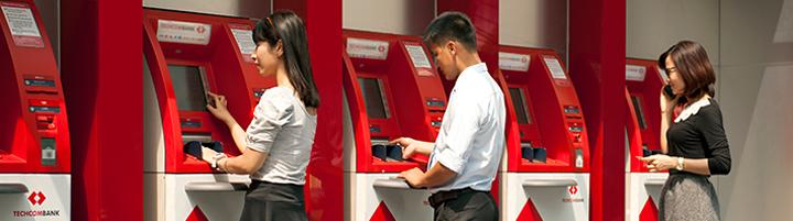 Nạp tiền tại cây ATM