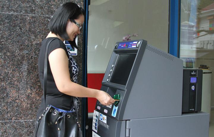 Chuyển tại cây ATM